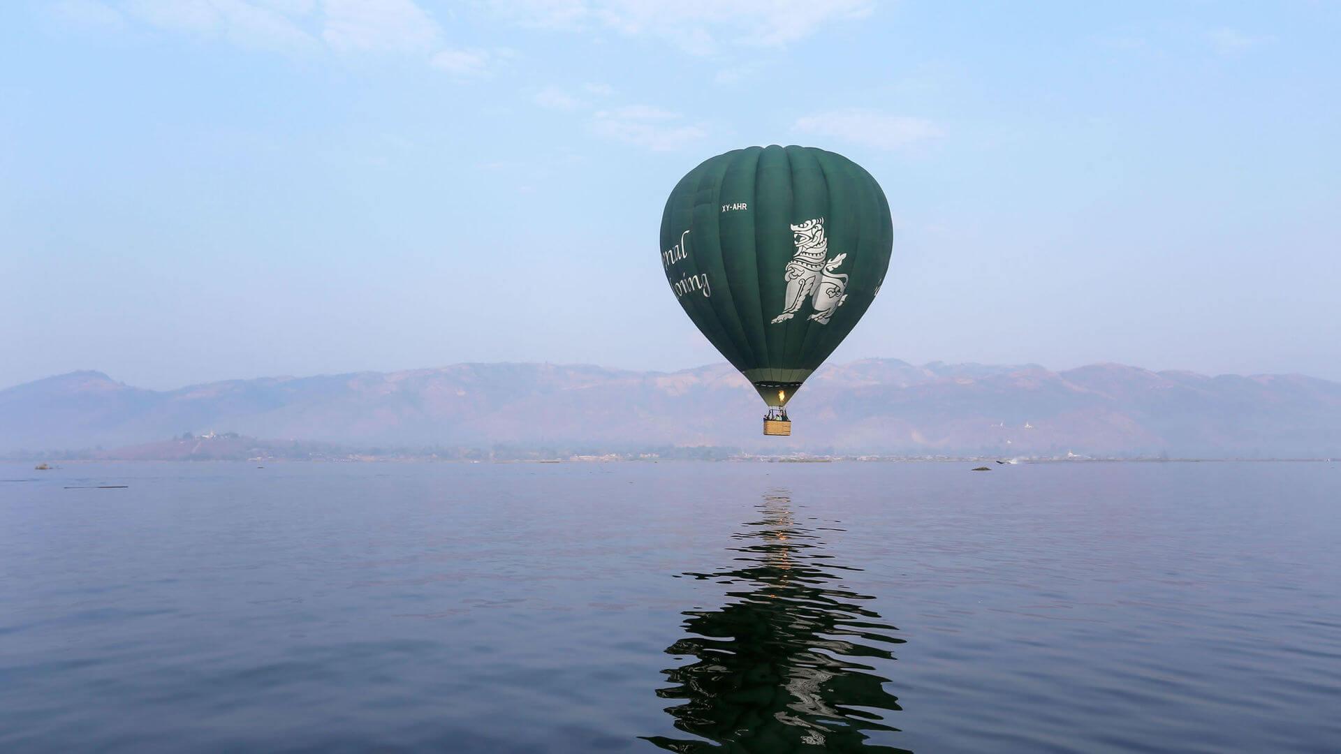 Balloon over Inle