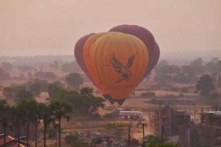 Landing Balloons Bagan