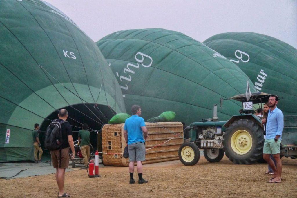 Oriental Ballooning Inflating